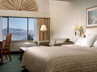 four points sheraton kamloops king guest room